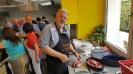 Maennerkochgruppe kocht mit Fluechtlingen_1