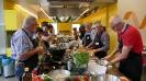 Maennerkochgruppe kocht mit Fluechtlingen_27